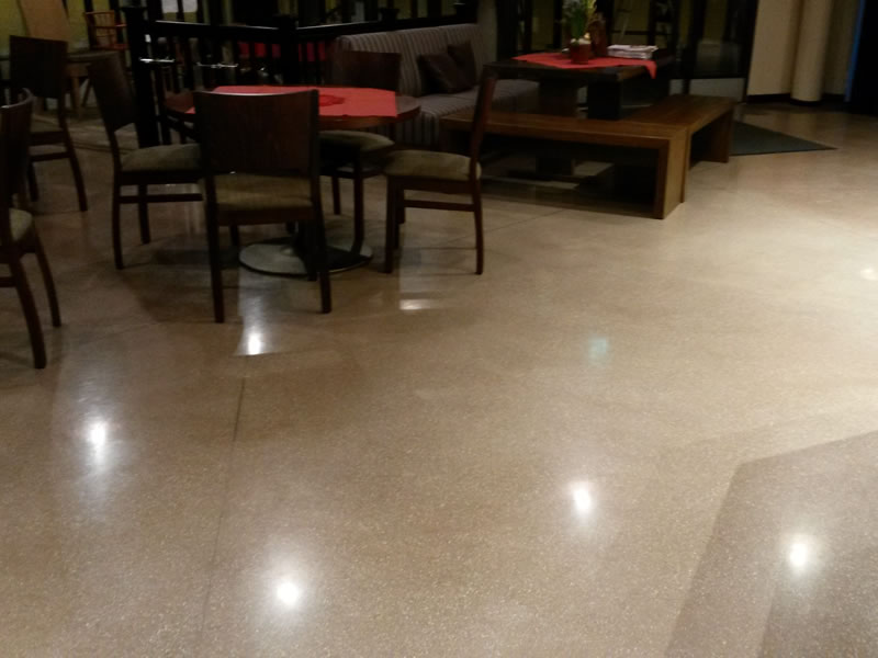 Restaurant und Café – Finnland - Joint-free floor.