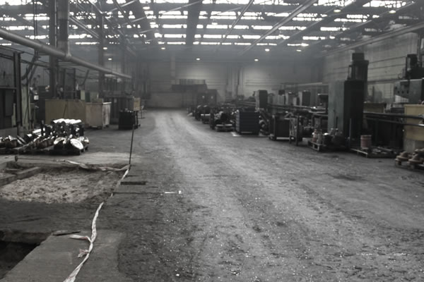 Instandsetzung eines alten Fabrikbodens - Before the work began